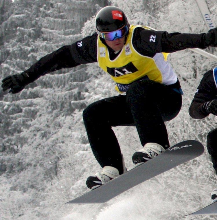 Mirė Australijos pasaulio čempionas snieglentininkas Alexas Pullinas